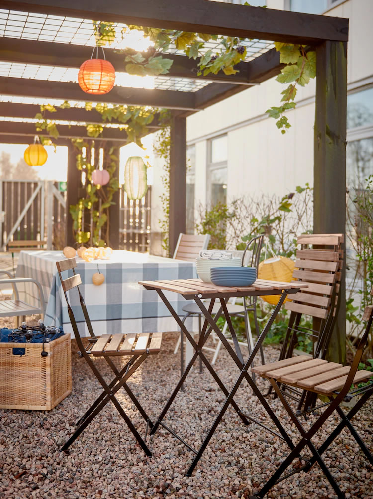 IKEA Ideas - A hot and cool table for long days in the sun