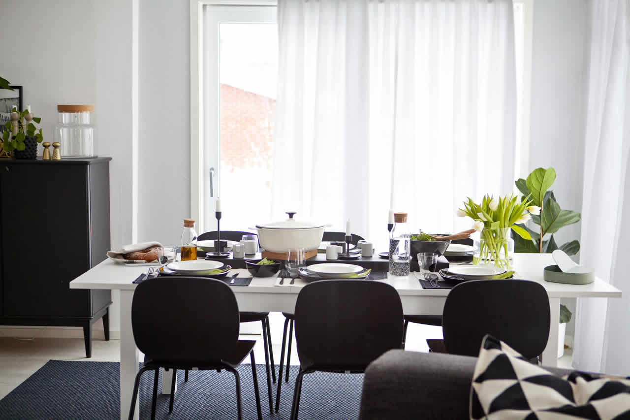 IKEA Ideas - Home visit: a striking monochrome table setting