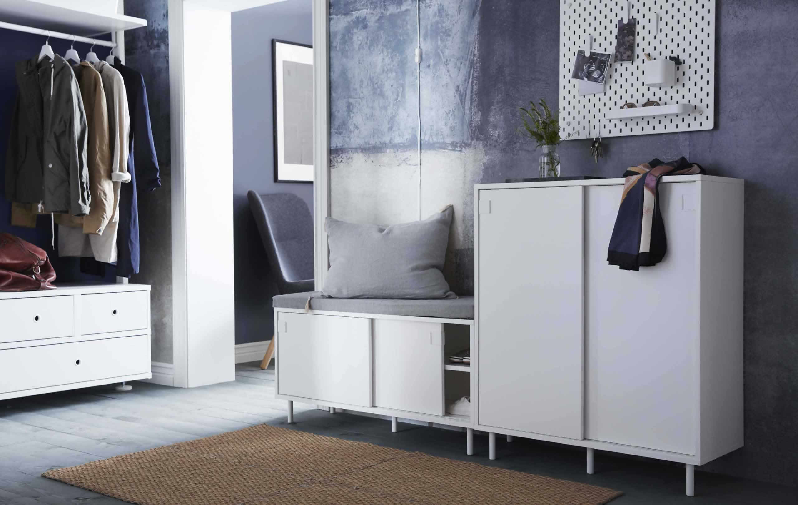 A minimalist family hallway ikea turkey for Minimalist family