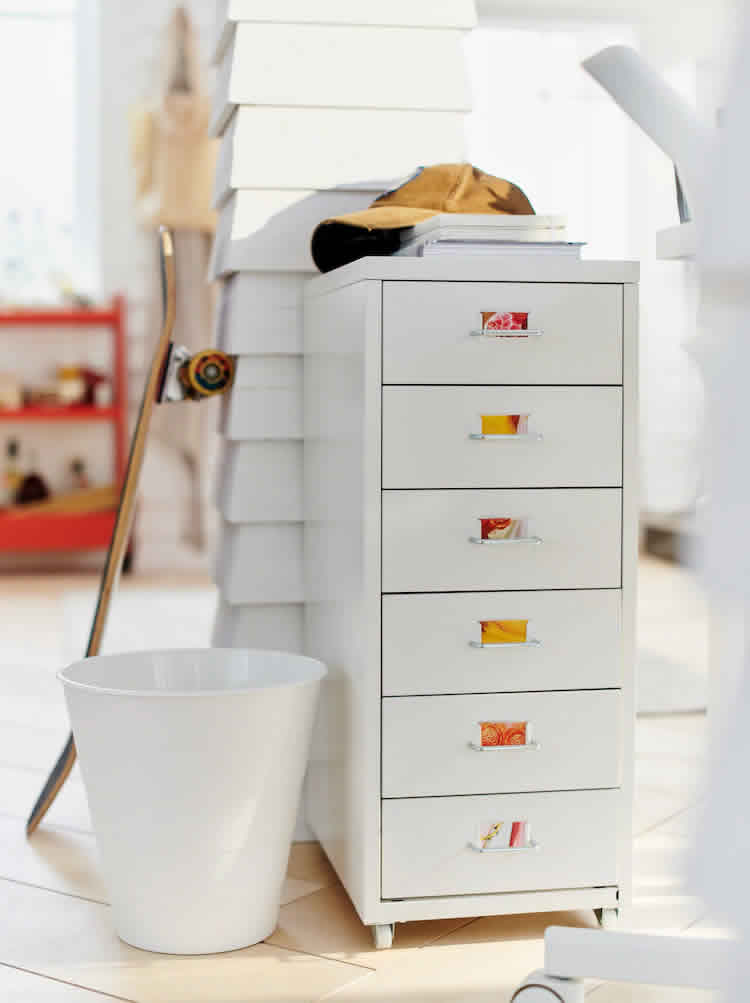 IKEA - Ideas - Storing your style: easy wardrobe organisation ideas