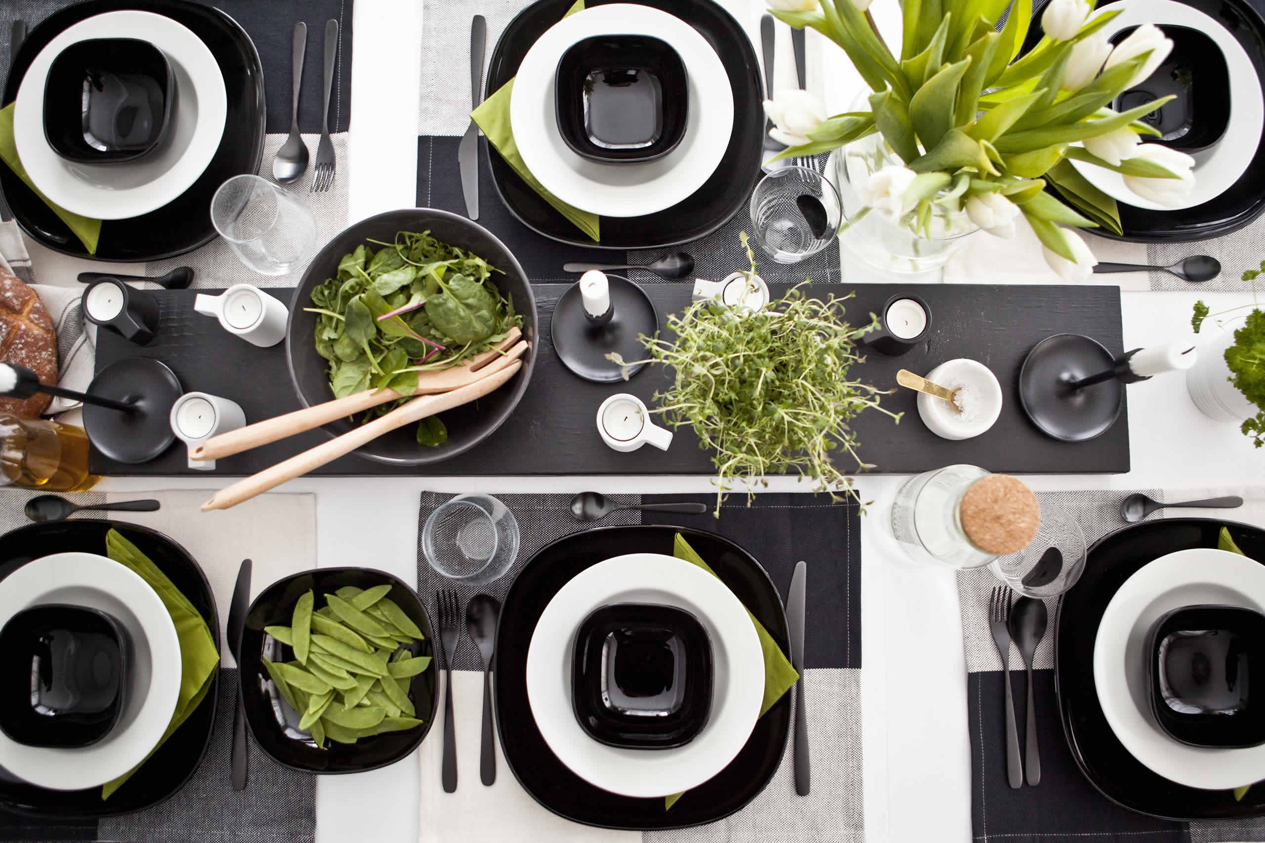 IKEA Ideas - A striking monochrome table setting