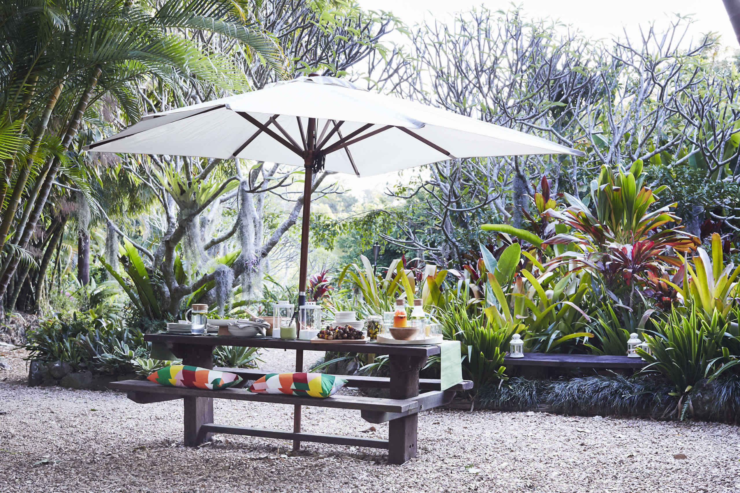 IKEA Ideas - Home visit: Host a colorful outdoor feast