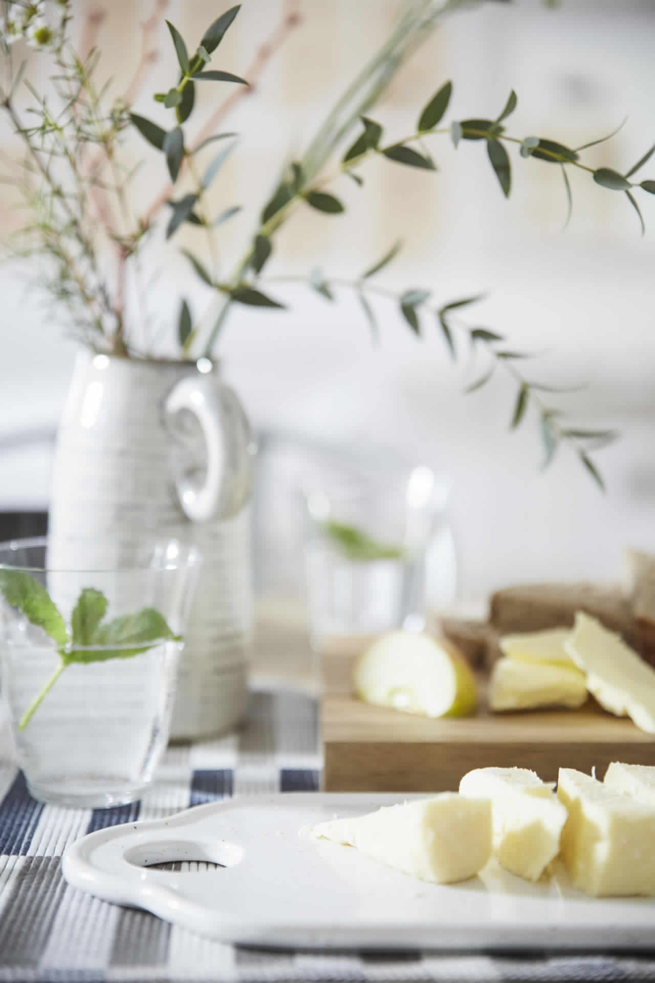 IKEA Ideas - A simple yet beautiful table setting